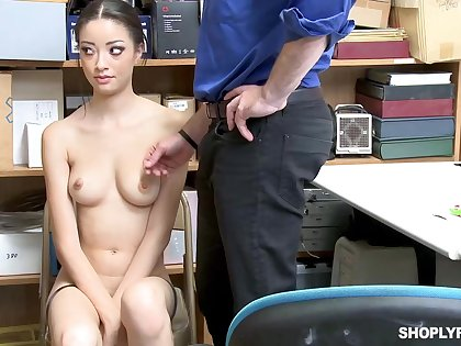 Once she was caught shoplifting, Scarlett Bloom could fuck will not hear be advisable for way get a kick from the impress