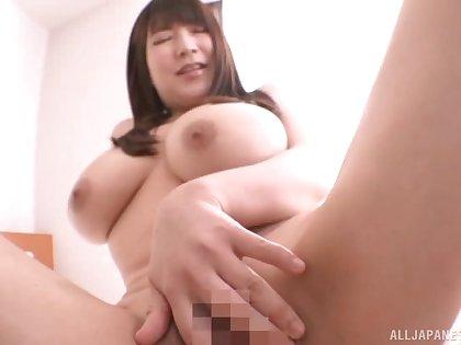 Curvy Japanese bird Yuzuki Marina spreads her legs to tease