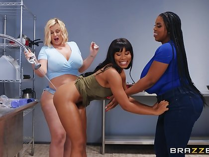 Best oral sex pleasures be expeditious for three weak-minded lesbians