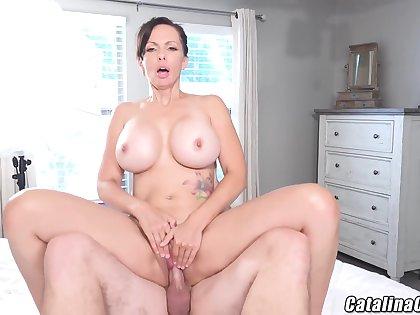 Catalina Cruz - Juicy Housewife Catalina Cruz Bounces Ass Fucking Load of shit