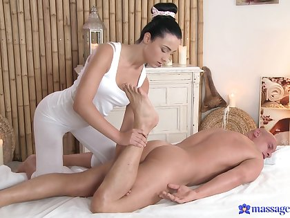 Handsome lady's man gets his dick massaged and pleased by Anna Rose