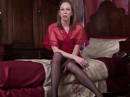 MILF amateur Katie White takes off her panties to masturbate