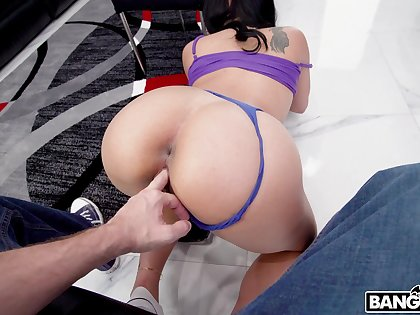 Deep doggy approximately a off colour ass babe eager to swallow