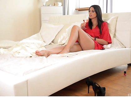 Yummy girl sex with babes Zafira Klass and Lindsey Olse