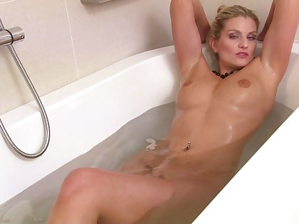 Provocative cougar Samantha Snow takes off their way lingerie down masturbate